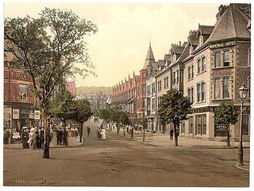 Ffordd yr Orsaf - Station Road - Bae Colwyn. Llun Library of Congress