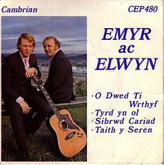 emyracelwyn-sibrwd-llunNicDafis